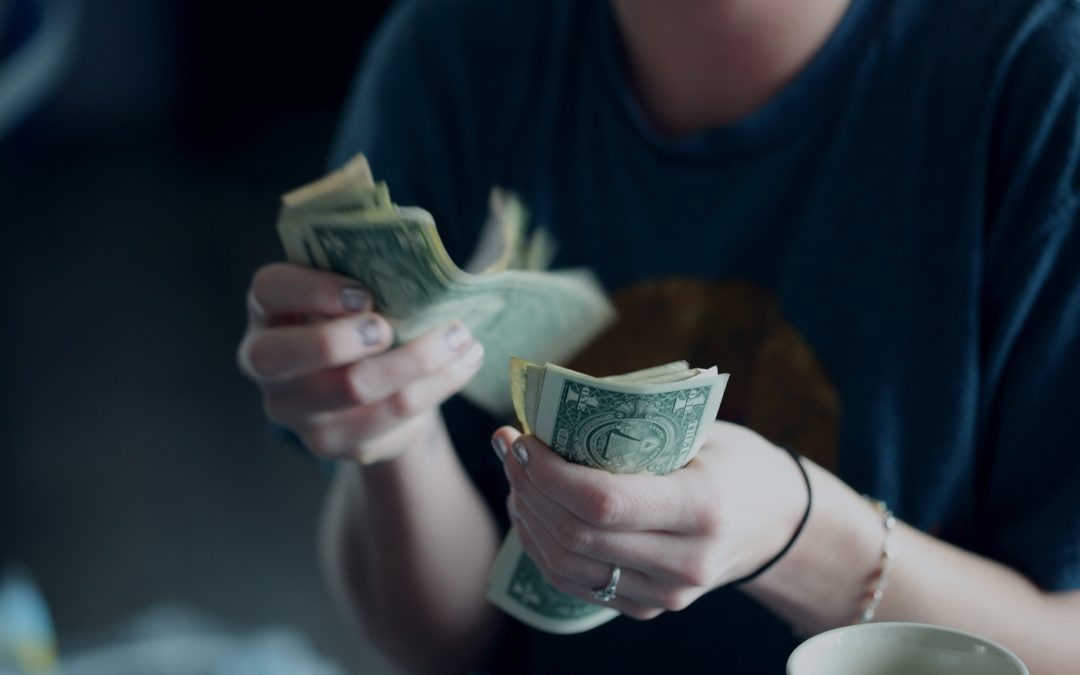 How to Develop Good Spending Habits in College